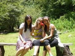 Lekil, Mònica y Eli