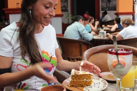 el primer pastel de cumpleaños